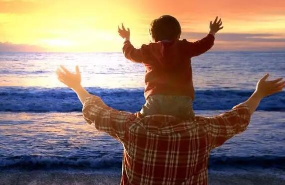 """父爱如山 只是简单的""""我爱你""""太轻了"""