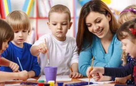 怎么给女孩底线教育 怎么给男孩阳光教育